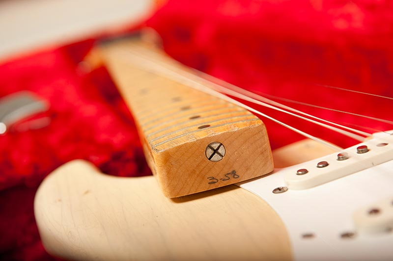 1957_Blonde_Stratocaster-neck