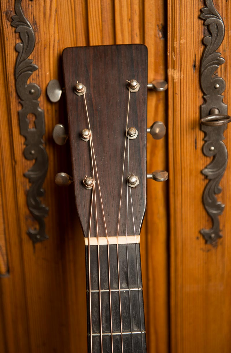 1933 om-18 Martin original vintage guitar headstock 2